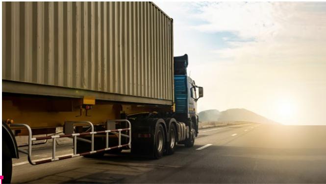 Qual é o papel do transporte na estratégia logística?
